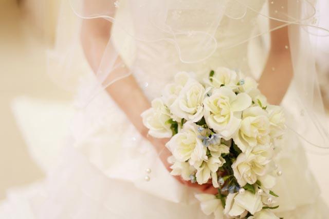 ブーケを持っている花嫁